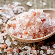 spoon of pink himalayan salt