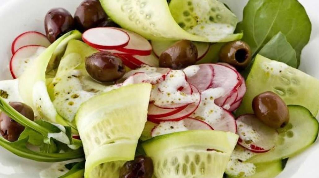 Cetrioli-insalata-con-ravanelli-